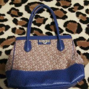 Dny purse